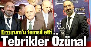 Gazeteci Özünal, ödülünü aldı
